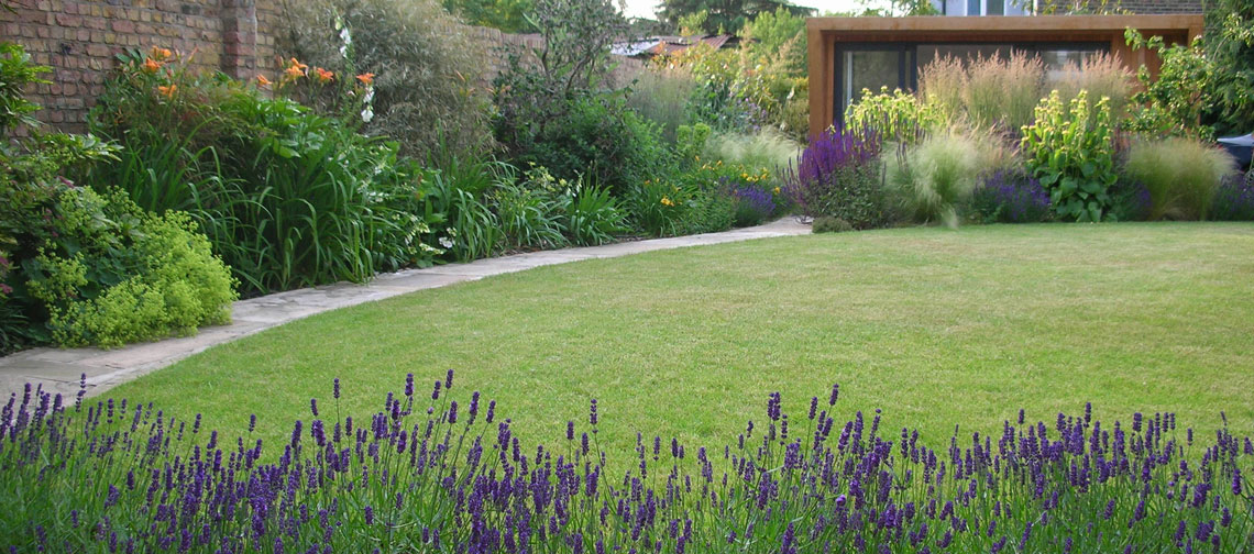 Large garden with lawn in Ealing
